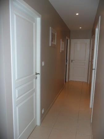 couloir sans vie page 2. Black Bedroom Furniture Sets. Home Design Ideas