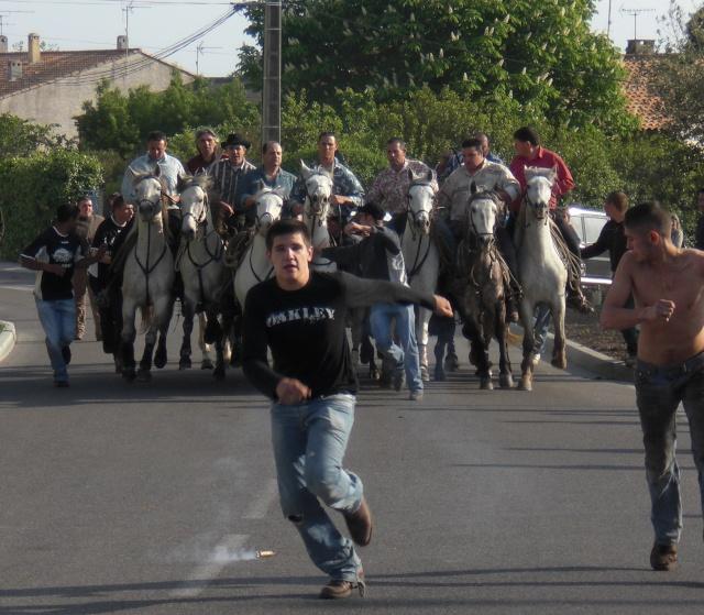 24-26 avril 2009 : feria espagnole à Gallargues dans abrivade-bandide-taureaux cimg0713