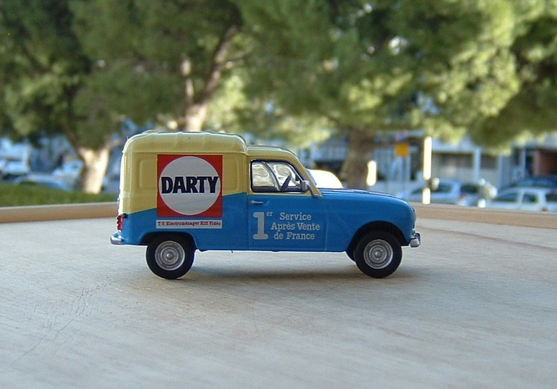 1//43 RENAULT 4 FOURGONNETTE DARTY 1975