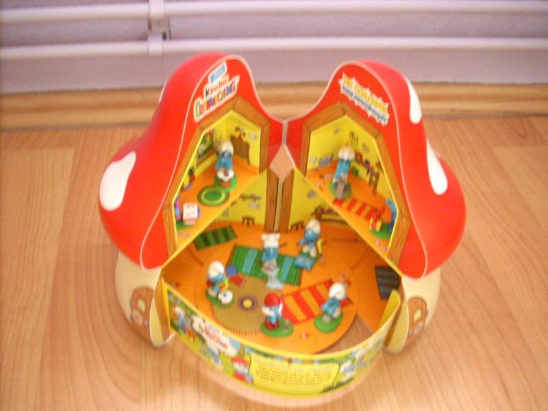 Maison kinder schtroumpfs for Maison en forme de t