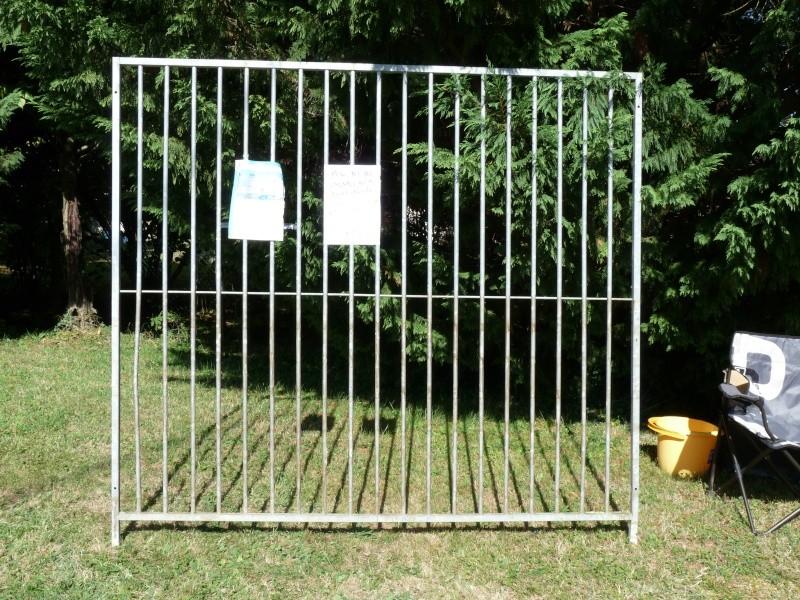 grilles de chenils a vendre. Black Bedroom Furniture Sets. Home Design Ideas