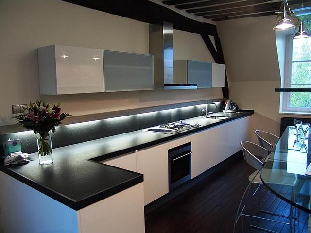 Conseil couleur peinture et faience pour une cuisine for Decoration cuisine avec faience