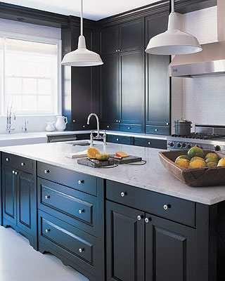 Repeindre une cuisine en bois - Refaire sa cuisine rustique en moderne ...