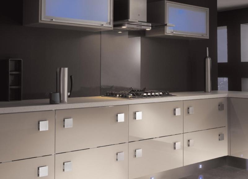 Conseil couleur peinture et faience pour une cuisine couleur taupe for Quelle peinture pour meuble