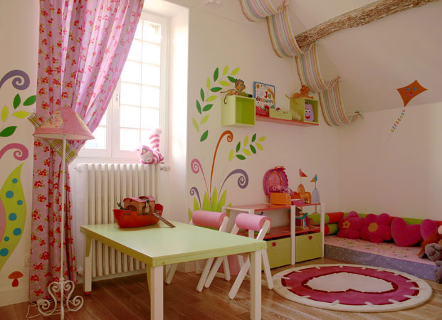 salle de jeu enfant 1 et 3 ans. Black Bedroom Furniture Sets. Home Design Ideas