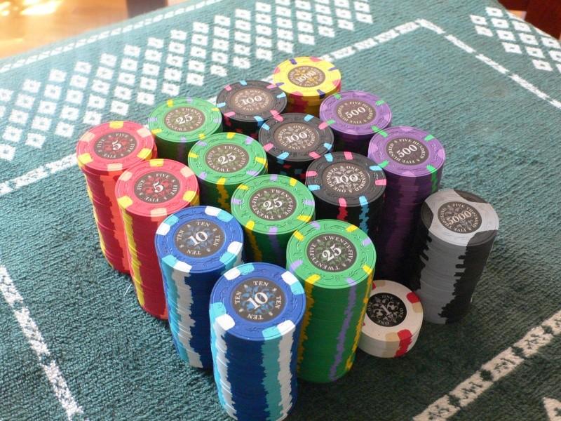 Le noir poker chips